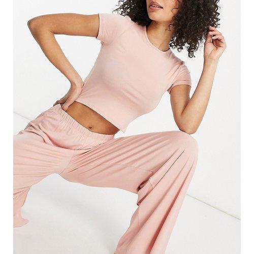 Ensemble de pyjama avec crop top et pantalon ample - Missguided Tall - Modalova