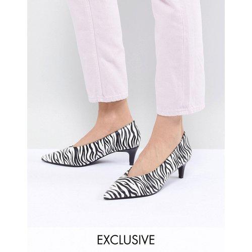 Chaussures à petits talons imprimé zèbre - Monki - Modalova