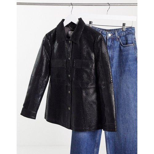 Veste chemise en cuir verni à imprimé serpent et poches avant - Muubaa - Modalova
