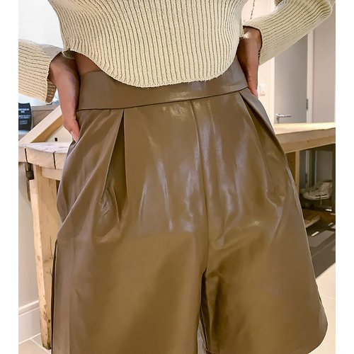 NaaNaa - Petite - Bermuda en imitation cuir - Fauve - NaaNaa Petite - Modalova