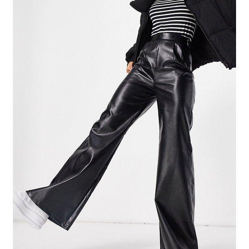 Pantalon large imitation cuir - NaaNaa Tall - Modalova