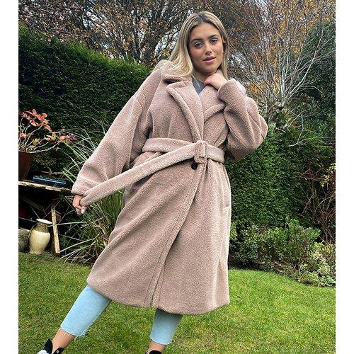 Native Youth - Grande taille - Manteau oversize en tissu duveteux avec ceinture - Native Youth Plus - Modalova
