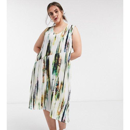 Robe nuisette mi-longue avec jupe évasée en satin à imprimé abstrait - Native Youth Plus - Modalova