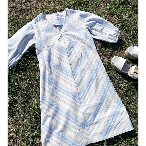 Robe courte décontractée avec manches bouffantes en tissu doux rayé - Native Youth - Modalova