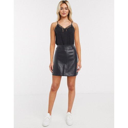 Mini-jupe en imitation cuir avec coutures apparentes - New Look - Modalova