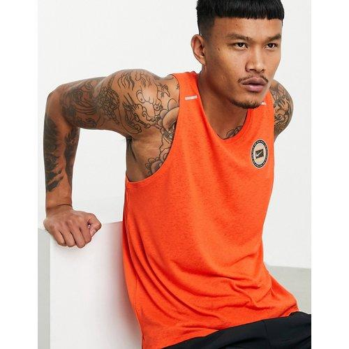 Wild Run - Débardeur à petit logo - Orange - Nike Running - Modalova
