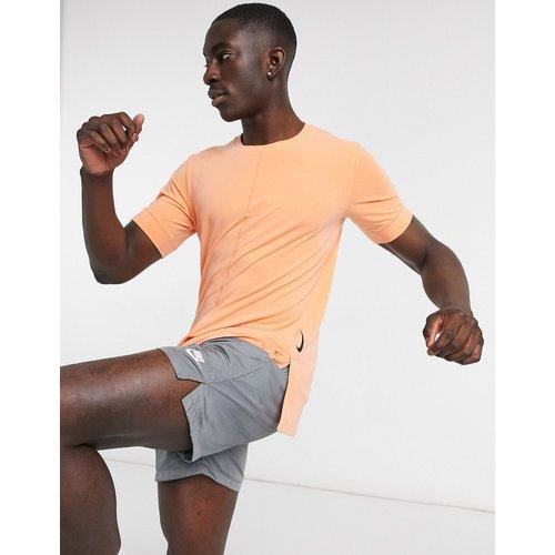 Nike - T-shirt de yoga à séchage rapide - Nike Training - Modalova