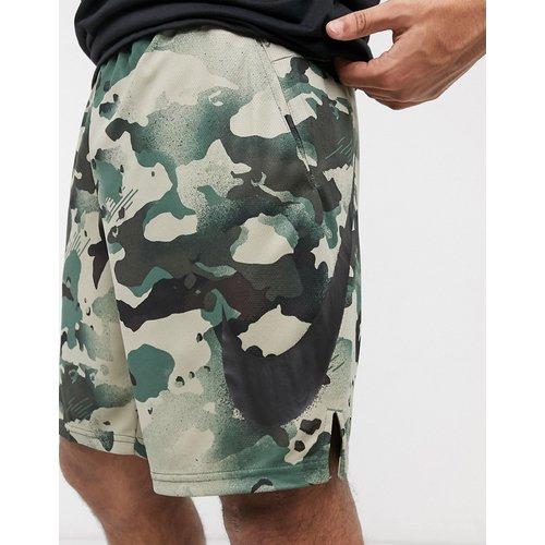 Dry 5.0 - Short à imprimé camouflage sur l'ensemble - Nike Training - Modalova