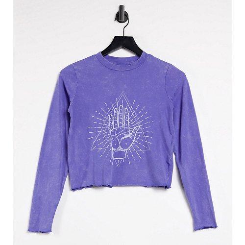 Exclusivité - T-shirt crop top à bordures ondulées - délavé - Noisy May Petite - Modalova