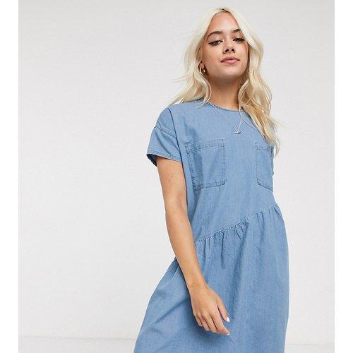 Robe babydoll courte oversize en jean - Noisy May Petite - Modalova