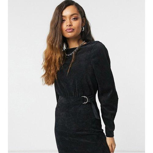 Robe courte avec ceinture en velours côtelé - Noisy May Petite - Modalova