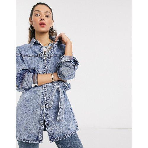 Veste chemise en jean avec taille à ceinture - délavé - Noisy May - Modalova