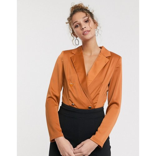 Body style blouse ajusté avec boutons dorés - Terre cuite - Paper Dolls - Modalova