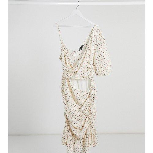 Robe courte asymétrique à fleurs - Pretty Darling Plus - Modalova