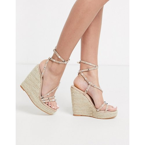 Monaco - Chaussures compensées style espadrilles à plateforme plate avec clous - Public Desire - Modalova