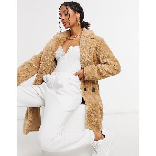 Manteau croisé en imitation peau de mouton - Biscuit - QED London - Modalova