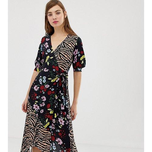 Inspired - Robe longueur mi-mollet coupe cache-cœur avec imprimés tigre et fleurs mélangés - Reclaimed Vintage - Modalova