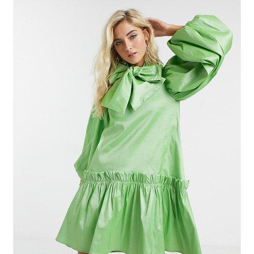 Robe babydoll courte oversize avec manches volumineuses et nœud en satin luxueux - sister jane - Modalova