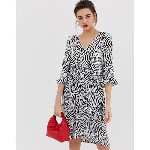 Robe à imprimé zèbre avec manches évasées - Soaked in Luxury - Modalova