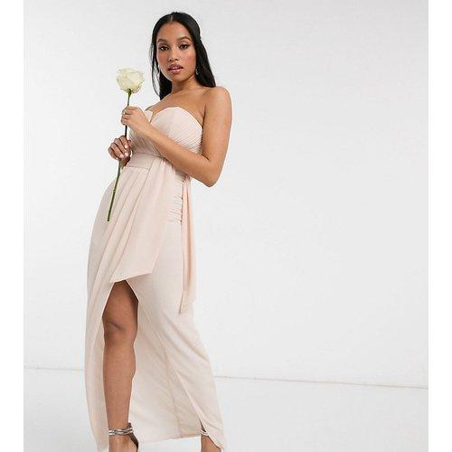 Exclusivité - Robe portefeuille longueur mollet à encolure bandeau et détail plissé pour demoiselle d'honneur - Blush clair - TFNC Petite - Modalova