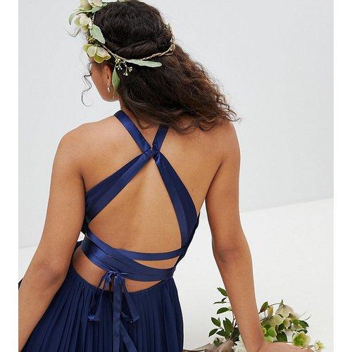 Robe longue plissée pour demoiselle d'honneur avec dos croisé et nœud - TFNC Tall - Modalova