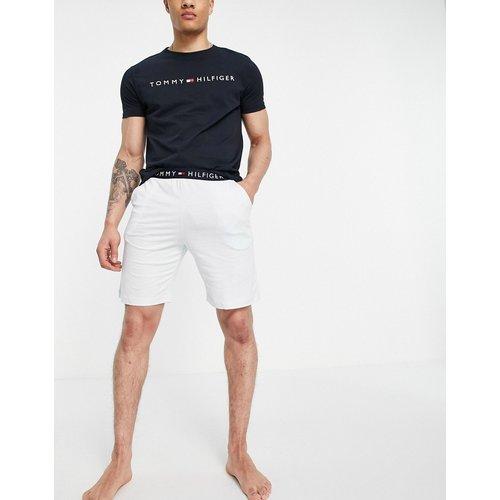 Ensemble confort avec t-shirt avec logo sur la poitrine et short - Bleu - Tommy Hilfiger - Modalova