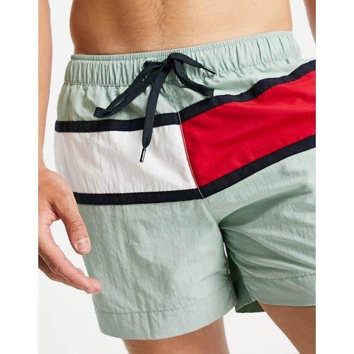 Short de bain avec grand logo drapeau - menthe - Tommy Hilfiger - Modalova
