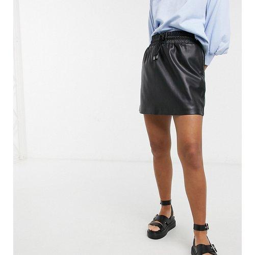 Petite - Mini-jupe en imitation cuir avec cordon de serrage - Topshop - Modalova