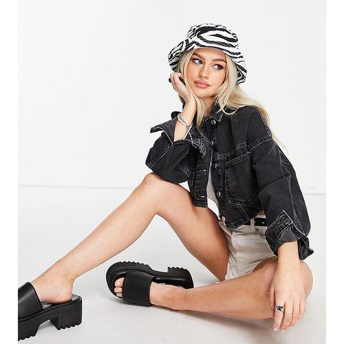 Veste en jean courte délavée - Topshop Petite - Modalova
