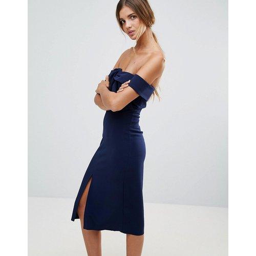 Robe fourreau style Bardot en néoprène de qualité supérieure avec nœud sur le devant - True Decadence - Modalova