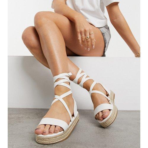 Pointure large - Sandales style espadrilles avec liens à nouer à la cheville - Truffle Collection - Modalova