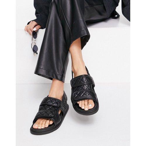 Sandales plates en plastique souple avec deux brides matelassées - Truffle Collection - Modalova
