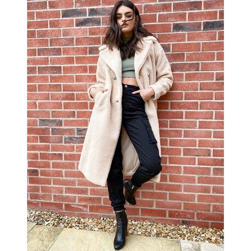 Manteau duveteux long en imitation peau de mouton - Crème - Urbancode - Modalova