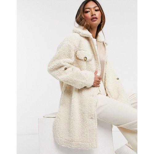 Saba - Manteau duveteux à ceinture - Vanille - Urbancode - Modalova