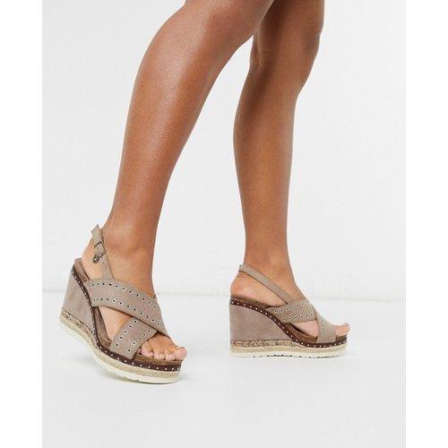 Chaussures compensées à talon style espadrilles avec brides croisées - Taupe - XTI - Modalova