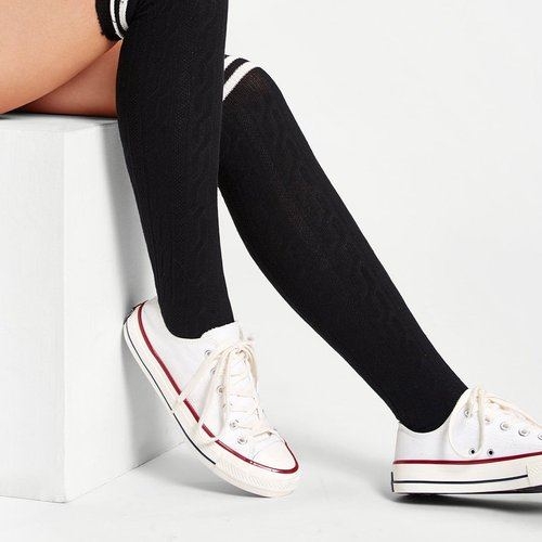 Chaussettes hautes avec rayures - SHEIN - Modalova