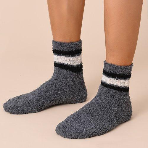 Chaussettes en tissu duveteux rayées - SHEIN - Modalova