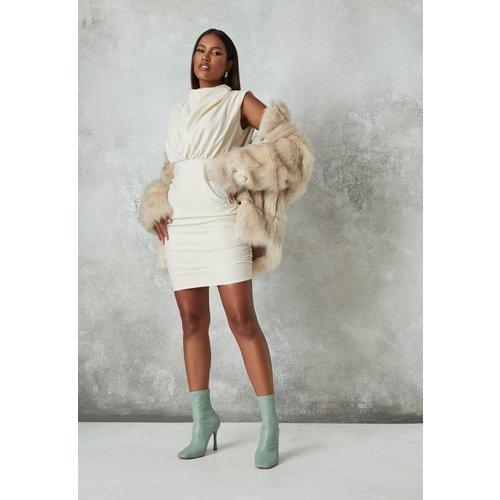 Robe courte drapée à col bénitier montant - Missguided - Modalova