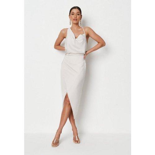 Robe mi-longue en satin asymétrique drapée - Missguided - Modalova