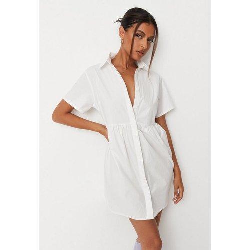 Robe à smocks chemise blanche en popeline - Missguided - Modalova