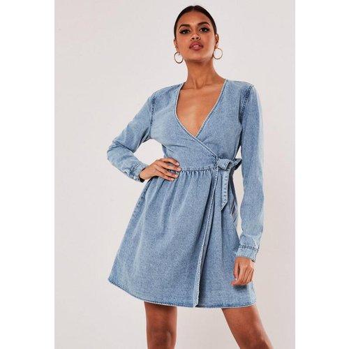 Robe courte portefeuille en jean  - Missguided - Modalova