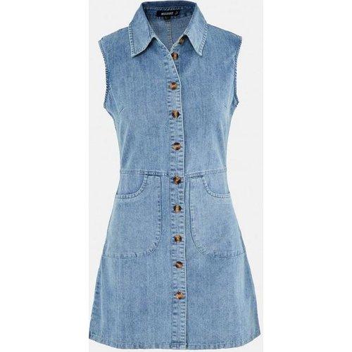 Robe courte boutonnée en jean - Missguided - Modalova