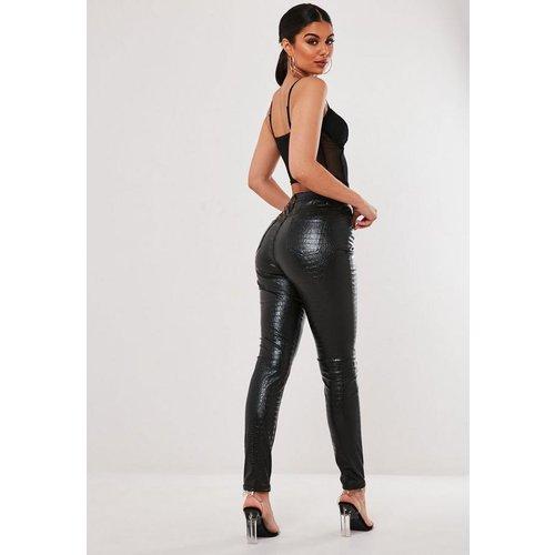 Pantalon en simili cuir avec imprimé croco - Missguided - Modalova