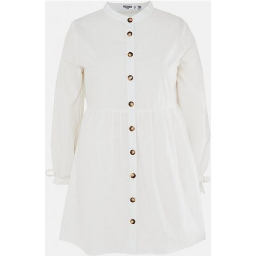 Robe chemise blanche en popeline boutonnée grandes tailles - Missguided - Modalova