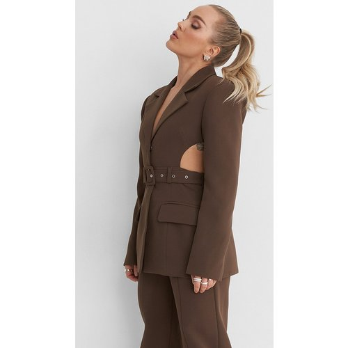 Cut Out Marked Shoulder Blazer - Brown - Angelica Blick x NA-KD - Modalova