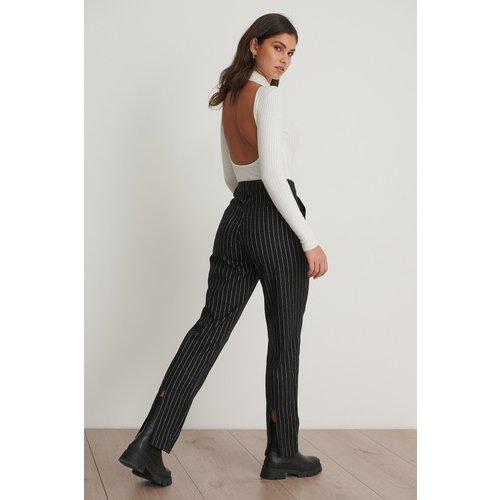 Pantalon De Costume Rayé Fin Fendu À L'Arrière - Black - Chloé B x NA-KD - Modalova