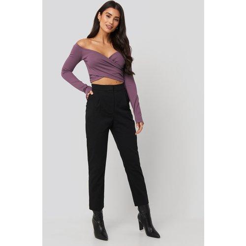 Front Pleated Suit Pants - Black - Dilara x NA-KD - Modalova