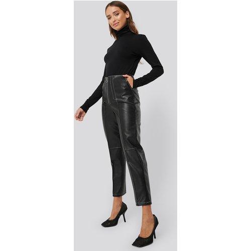 Faux Leather Front Seam Pants - Black - Erica Kvam x NA-KD - Modalova