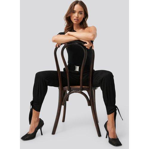 Knot Detail Cargo Pants - Black - Erica Kvam x NA-KD - Modalova
