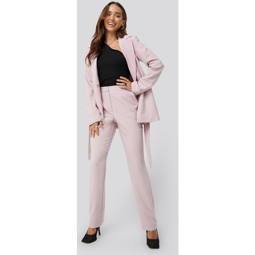 Straight Suiting Pants - Pink - Erica Kvam x NA-KD - Modalova
